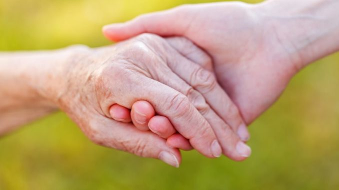 mano de anciana
