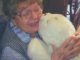 robot terapéutico con anciana