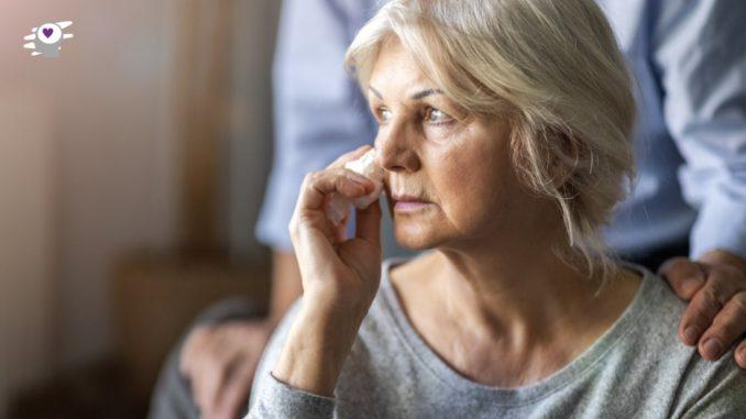 anciana llorando