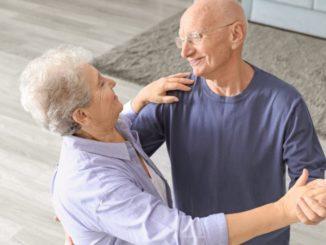 ancianos bailando