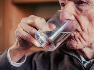 hidratar anciano