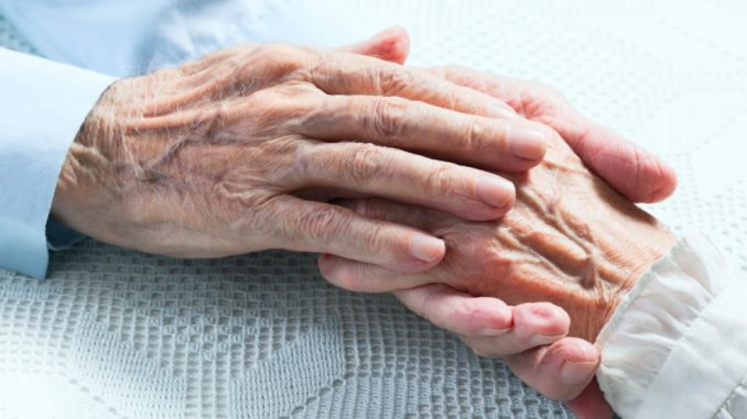 anciano y anciana